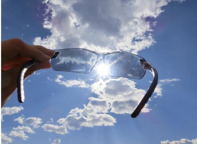 日光とサングラス