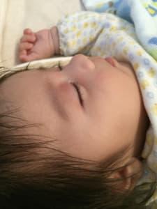 寝てる赤ちゃん