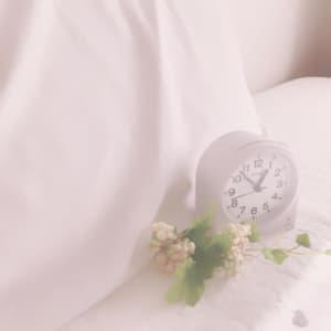 枕と目覚まし時計